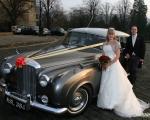 sasnn-photo portfolio wedding bride and groom by car
